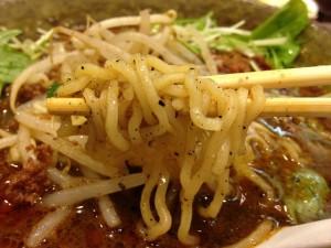 ごまめ家黒ごま味噌担々麺の麺